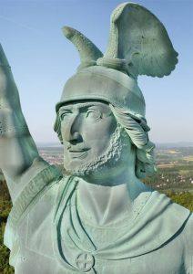 Hermannsdenkmal und Tourist Info können besucht werden